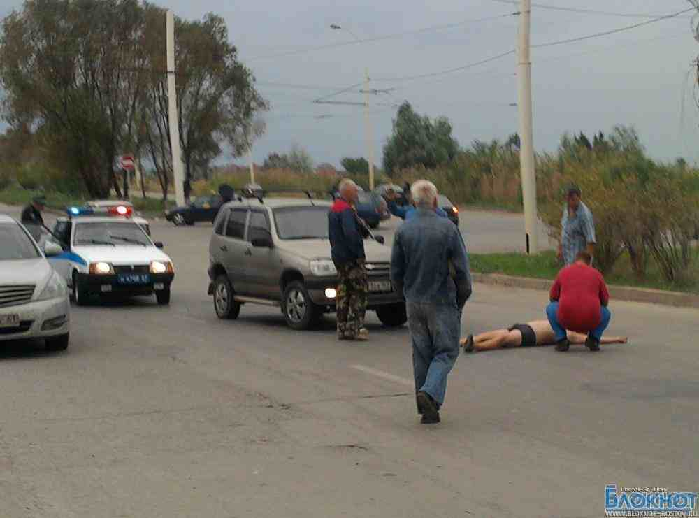 В Ростовской области пьяный мужчина лег под колеса автомобиля из-за несчастной любви