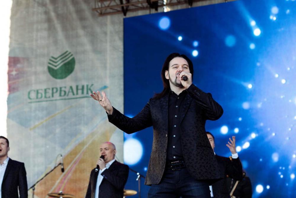 Тысячи ростовчан спели любимые песни вместе с«Хором Турецкого»