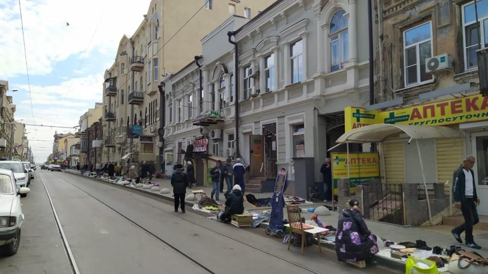 Бабушки с барахолки на Станиславского оказались сильнее чиновников и полиции