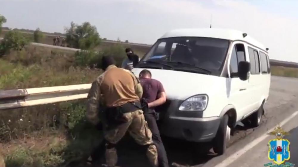 Полицейские задержали троих мужчин, которые избивали и грабили людей в Ростовской области
