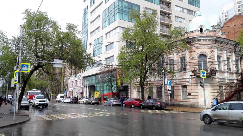 Вцентре Ростова эвакуировали бизнес-центр «Кристалл»