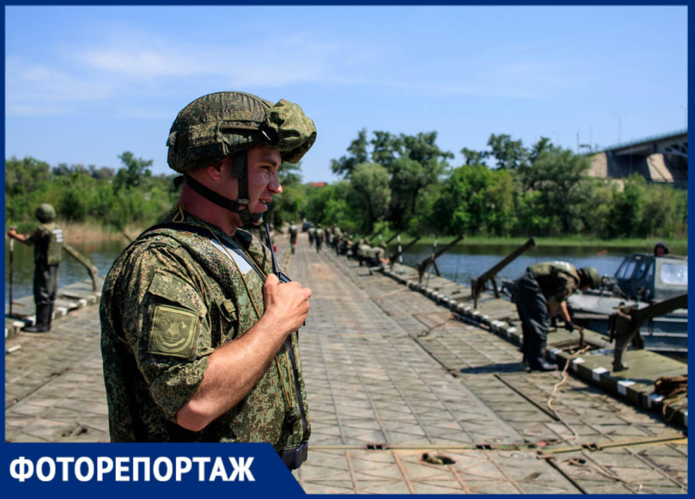 На трассе М-4 «Дон» военные соорудили переправу через Северский Донец