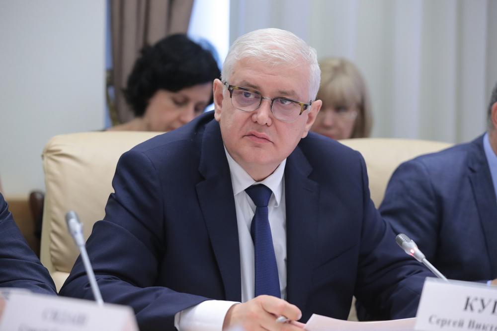 Глава сотрясаемого коррупционными скандалами минстроя Ростовской области зарабатывает 375 тысяч вмесяц