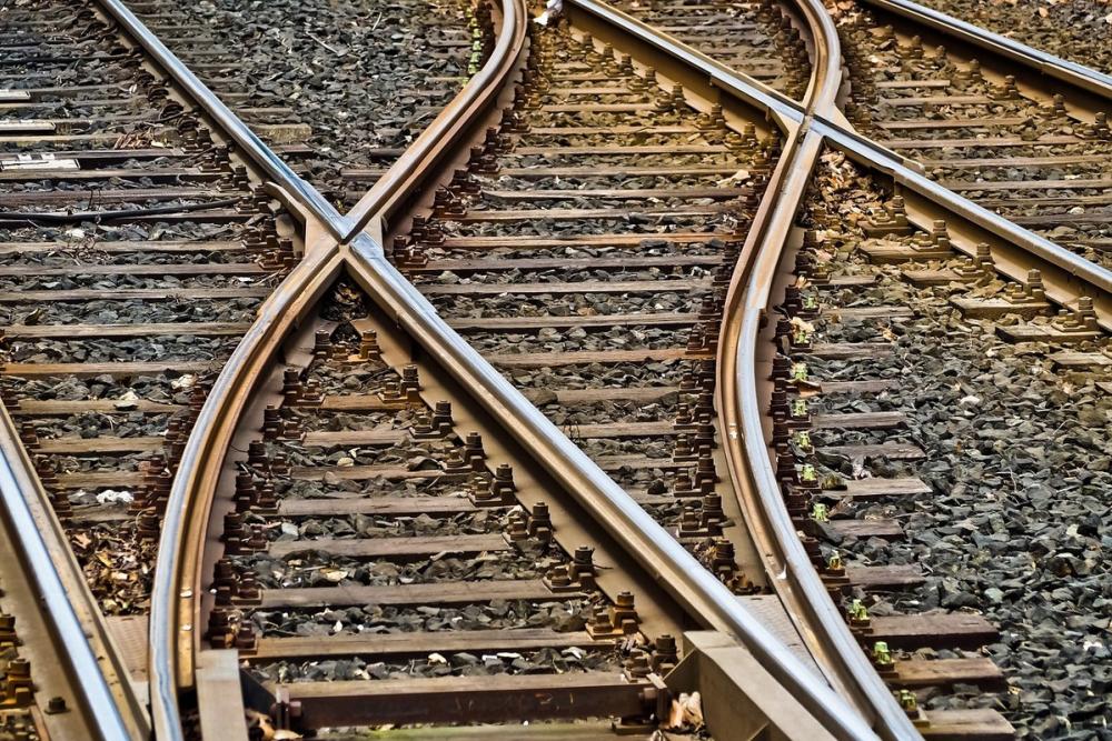 Ростовские следователи выясняют обстоятельства гибели мужчины под колесами поезда
