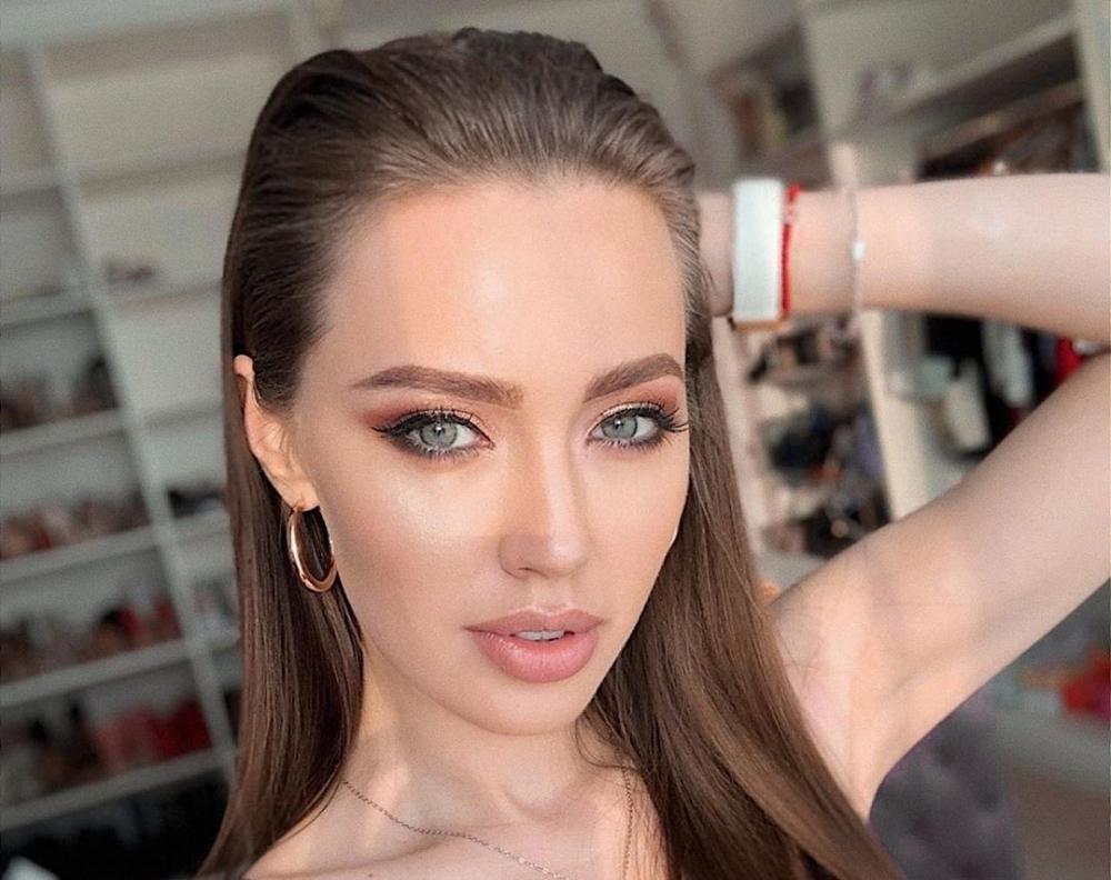 Ростовскую модель Анастасию Костенко раскритиковали запоход взоопарк вминиюбке инакаблуках