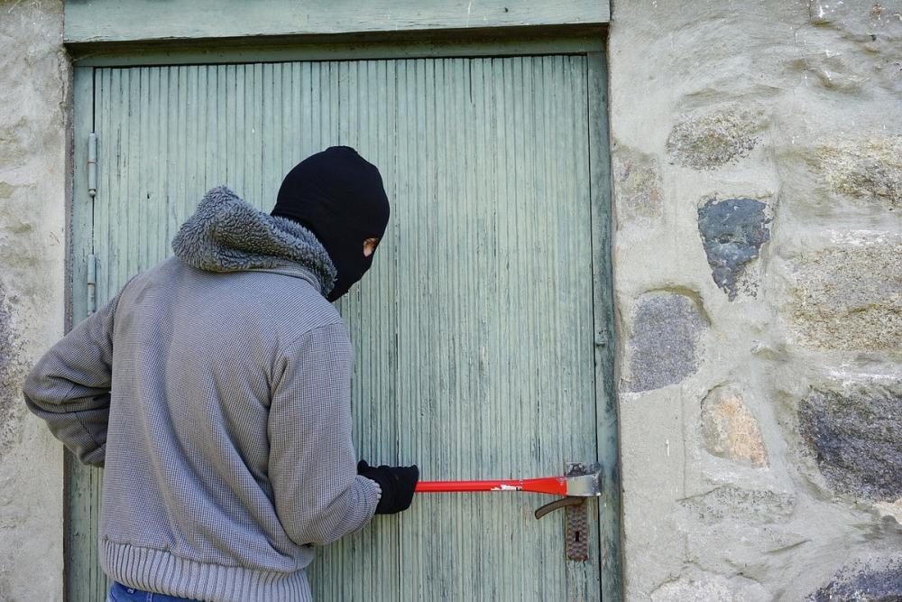 Ростовчанин украл у своего соседа по коммуналке 200 тысяч рублей