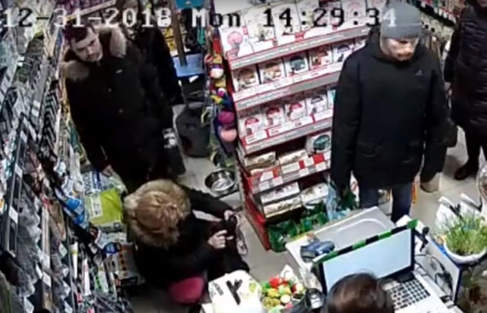 Живодеры из Ростова-на-Дону попали в объектив камер супермаркета