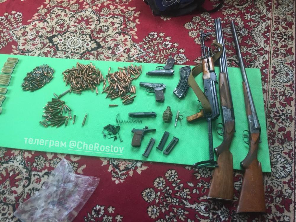 В Батайске силовики нашли большой схрон с оружием