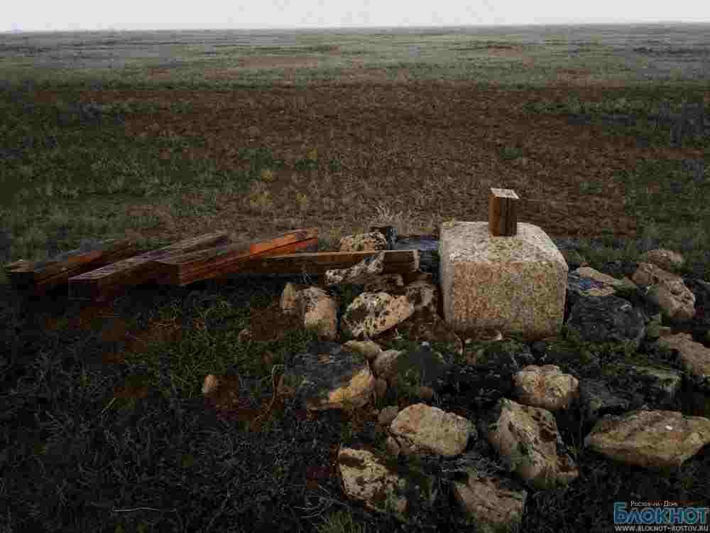 По факту повреждения поклонного креста в Заветинском районе возбуждено дело