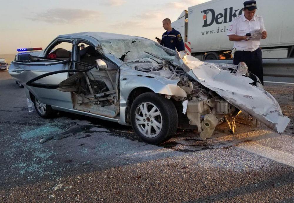 В аварии с грузовиком и легковушкой в Ростовской области пострадали двое