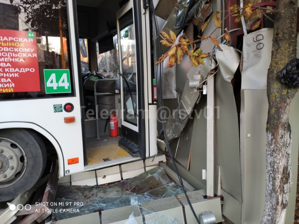 Водителя автобуса, который въехал востановку вРостове, досих пор ненашли