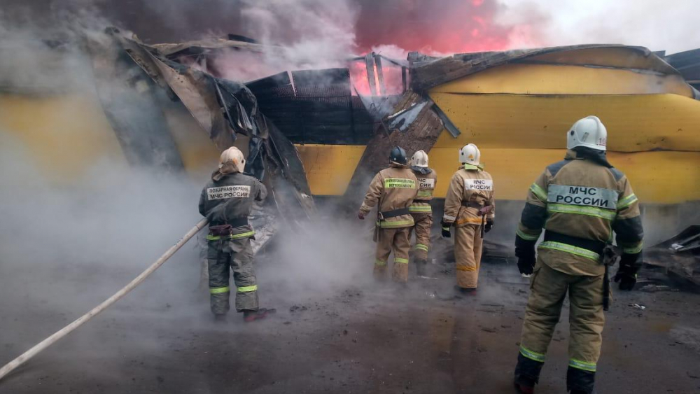 Спасатели потушили пожар на рынке «Атлант» под Ростовом