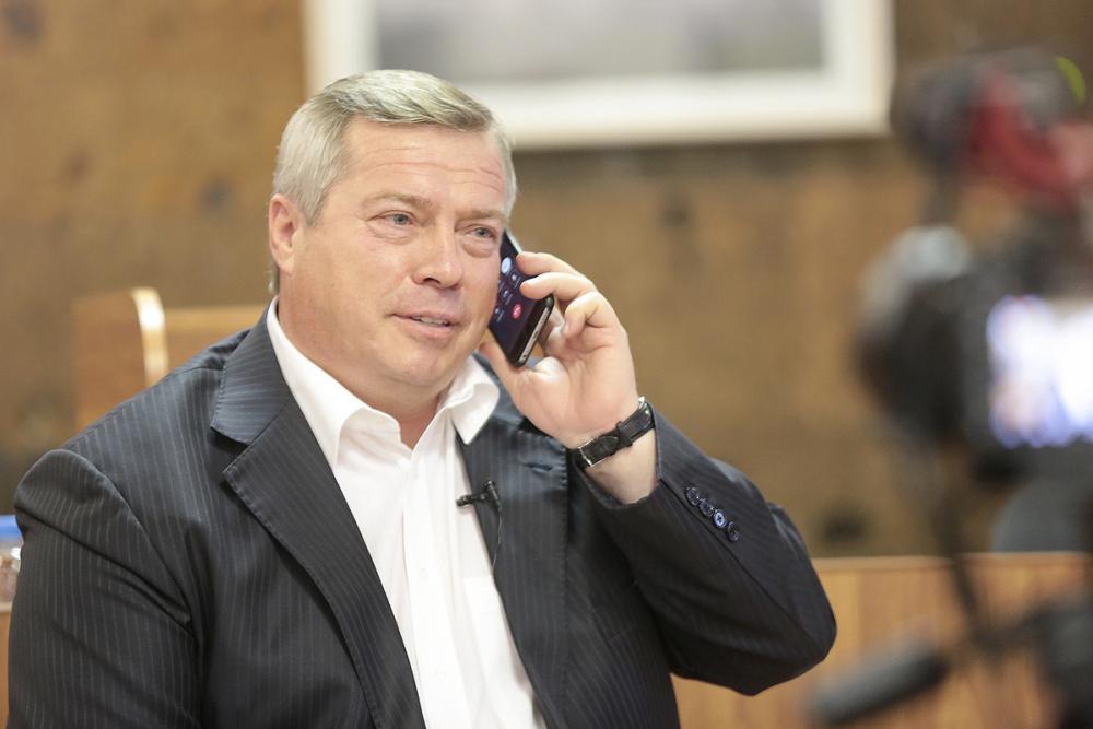 Голубев потребовал откоммунальщиков извиниться перед ростовчанами заотсутствие горячей воды