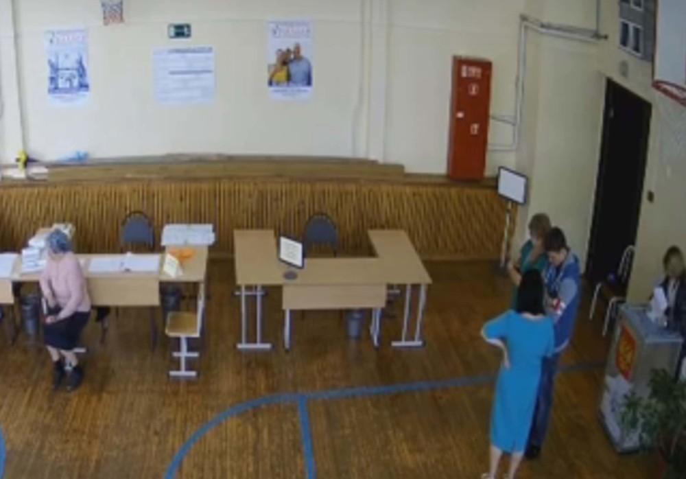 Вброс бюллетеней в Ростове попал на видео
