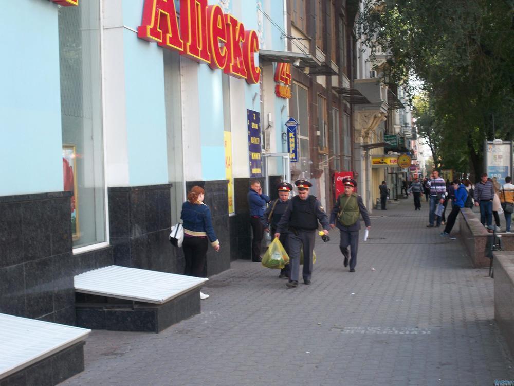 В центре Ростова из торгового центра эвакуировали посетителей