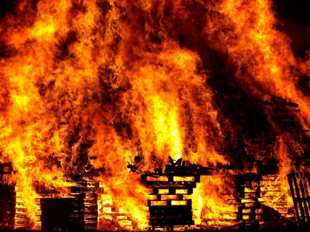 ВРостове загорелись ларьки нарынке «Алмаз»