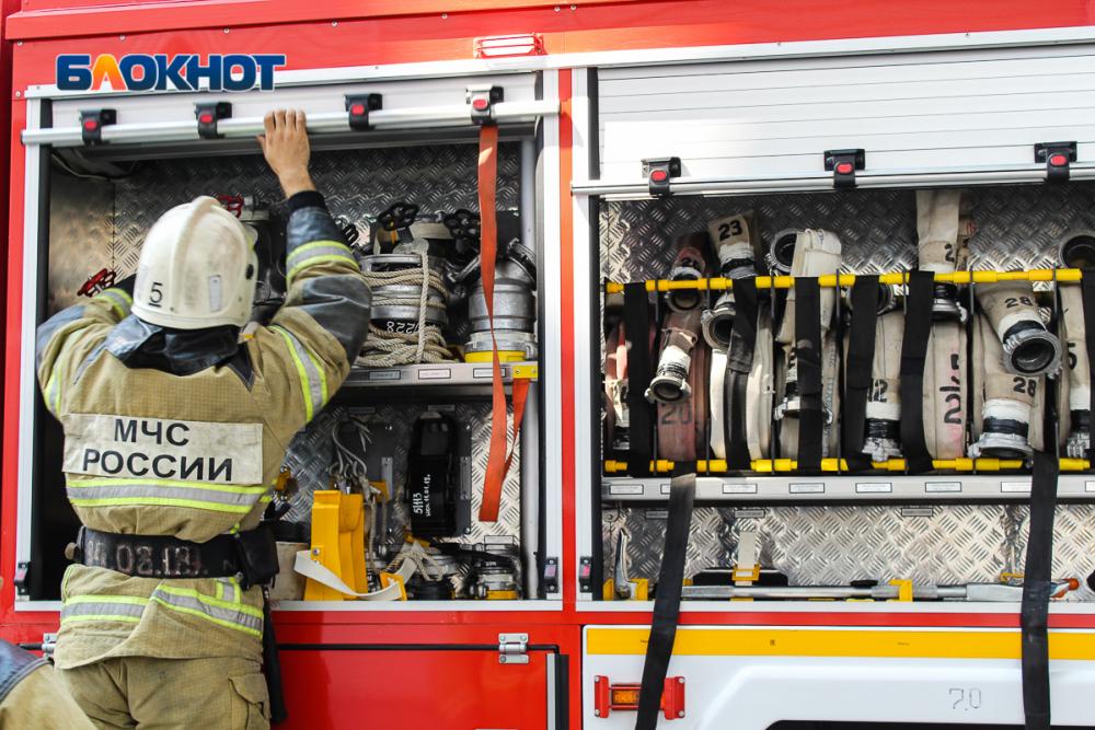 Два человека погибли наночном пожаре вВолгодонске