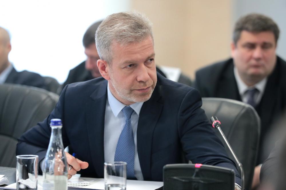 Министр транспорта, уволившийся изадминистрации Волгодонска после скандала сошкольным питанием, зарабатывает 8 тысяч вдень