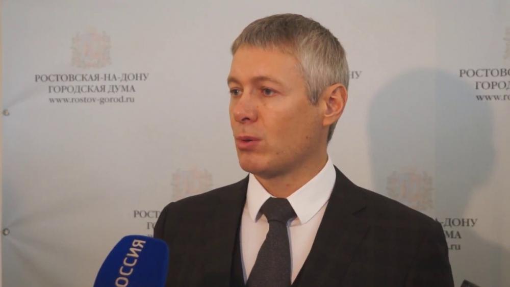 Ростовский депутат, живущий на1800 рублей вдень, ездит наэлитной иномарке ивладеет несколькими участками земли