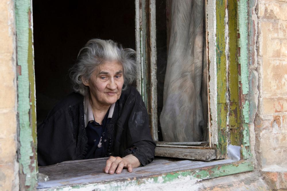 Слепая старушка выживает в полуразрушенном доме в Ростове