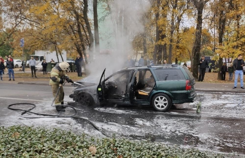 НаЕременко вРостове после аварии сгорел автомобиль
