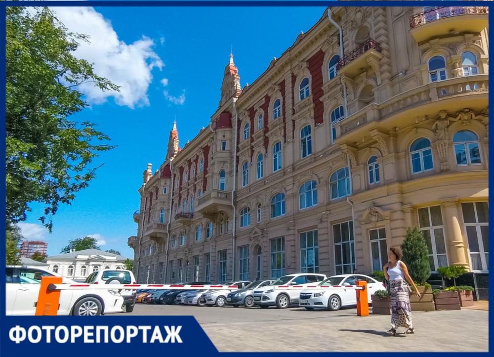 Мэрская стоянка: какие машины паркуются возле администрации Ростова