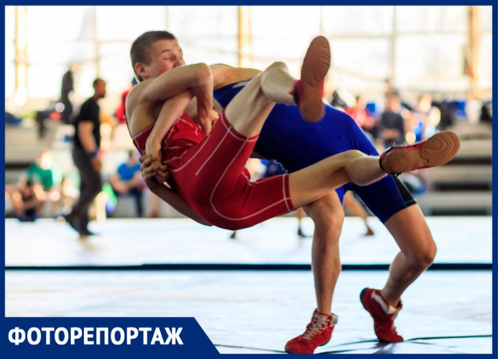 В Ростове прошел турнир, посвященный столетию выдающегося донского борца Гургена Шатворяна