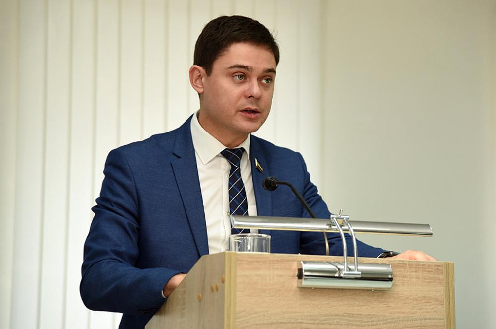 Любитель крепких словечек ростовский депутат-единоросс Косачев выживает на9700 рублей вдень