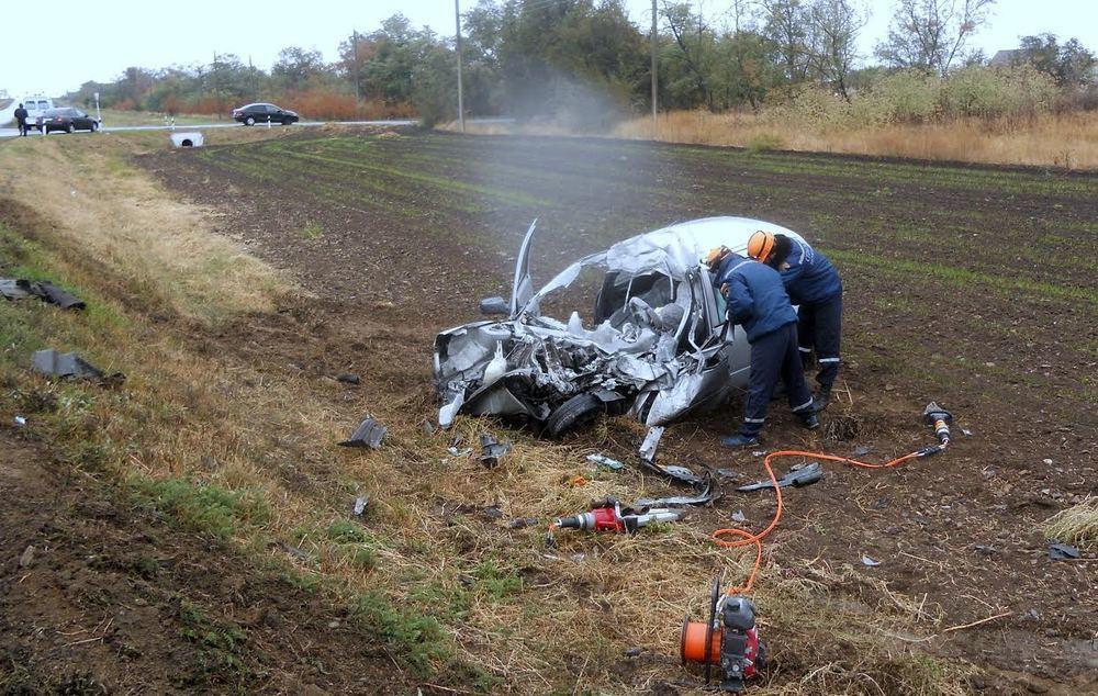 На трассе в Ростовской области мужчина погиб в ДТП с тягачом
