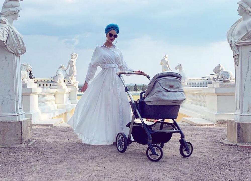 «Янеобратила внимания нажелтуху сына»: королева Малайзии изРостова рассказала опервых днях материнства