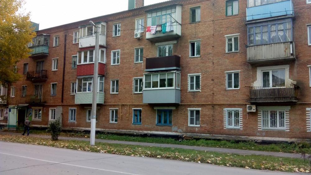 ВРостовской области восьмилетняя девочка прыгнула стретьего этажа, спасаясь отпожара