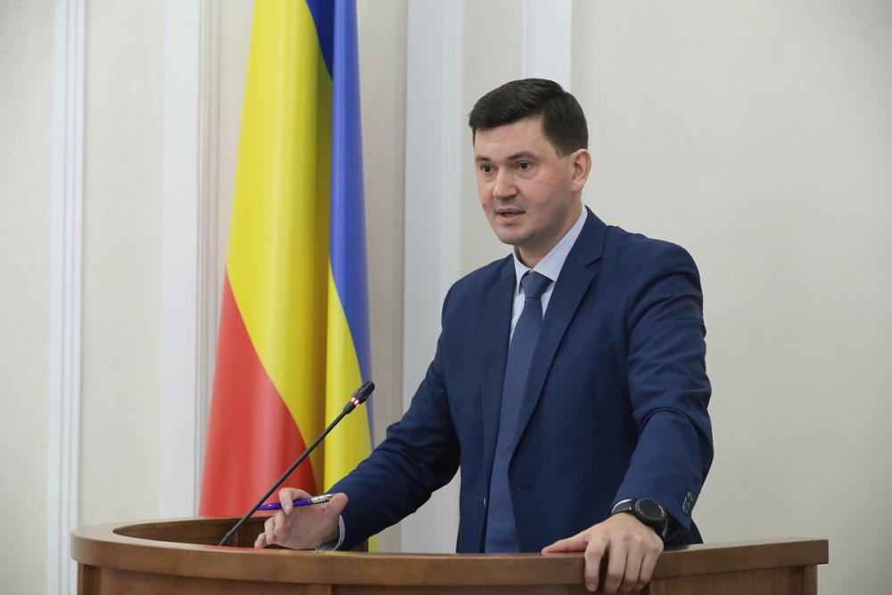 Золотые министры. Заэкономическое развитие области отвечает чиновник, зарабатывающий 246 тысяч рублей вмесяц