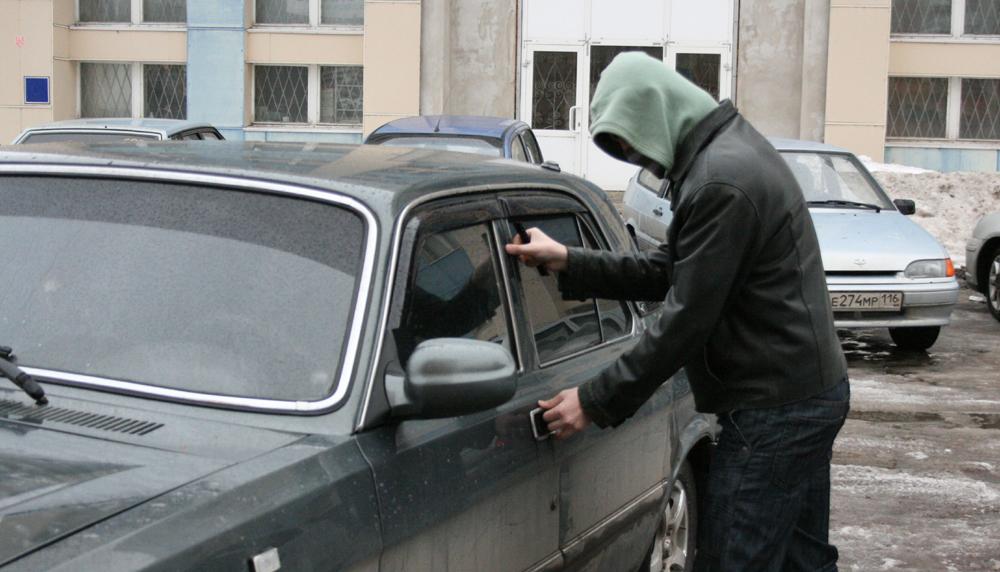 В Волгодонске у 81-летнего пенсионера угнали автомобиль