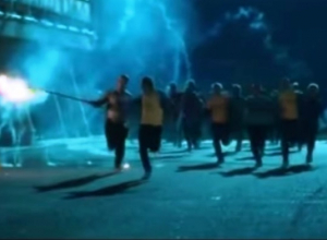 ФК «Локомотив» потребовал извинений за сжигание флага болельщиками «Ростова» в сериале «Физрук»