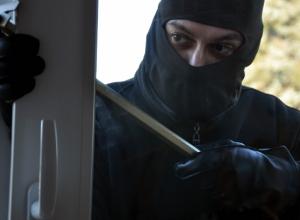 Отчаянный рецидивист обокрал дом своего соседа в Ростове