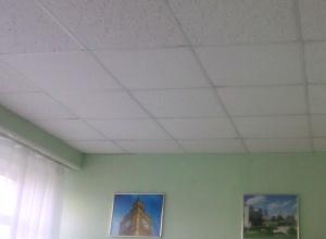 Обрушившийся в ростовской школе потолок списали на неведомых арендаторов