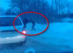 Ростовчанин кулаками проучил таксиста, оскорбившего пенсионера ВИДЕО