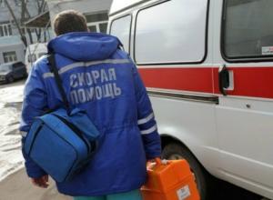 Драку со спешащим на вызов водителем скорой помощи затеял автомобилист во дворе Ростовской области
