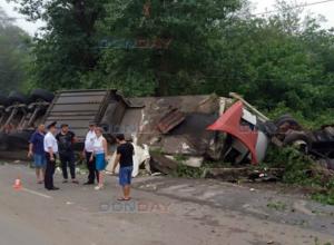 Неуправляемый грузовик снес всё на своем пути под Ростовом