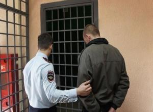 Спустя 11 лет игры в прятки, беглого насильника поймали и доставили в Ростов-на-Дону