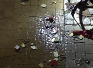 «Обиженные жизнью» вандалы «разрушают любовь» семейных пар на смотровой площадке Ростова
