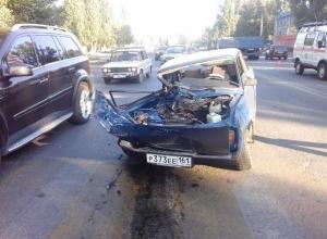 В Ростовской области женщина-водитель на «семерке» протаранила КамАЗ