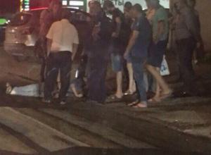Прижавшаяся к тротуару маршрутка отправила в нокаут переходившего дорогу по зебре мужчину в Ростове