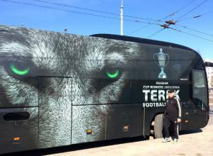 Устрашающе-волчий автобус «Терека» привез футболистов на битву в Ростов и оказался высмеян