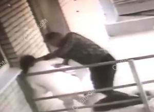 Вернулся отомстить: попытка убийства женщины попала на видео в Ростове