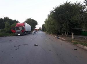 Мужчина и женщина погибли в жутком скоростном ДТП с припаркованным грузовиком под Ростовом