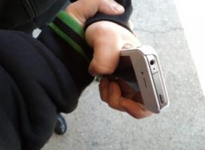 Пьянка на лавочке с малознакомым рецидивистом закончилось потерей мобильника для жителя Ростова