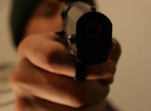 В Ростовской области охранника ТЦ застрелил грабитель банкомата
