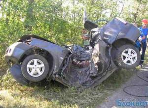 Лихач врезался в дерево: двое погибших