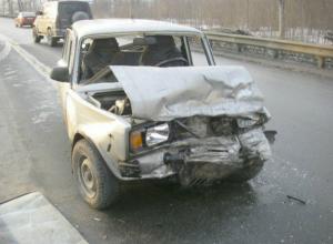 Водитель и пассажир ВАЗа погибли после жесткого столкновения с иномаркой в Ростовской области